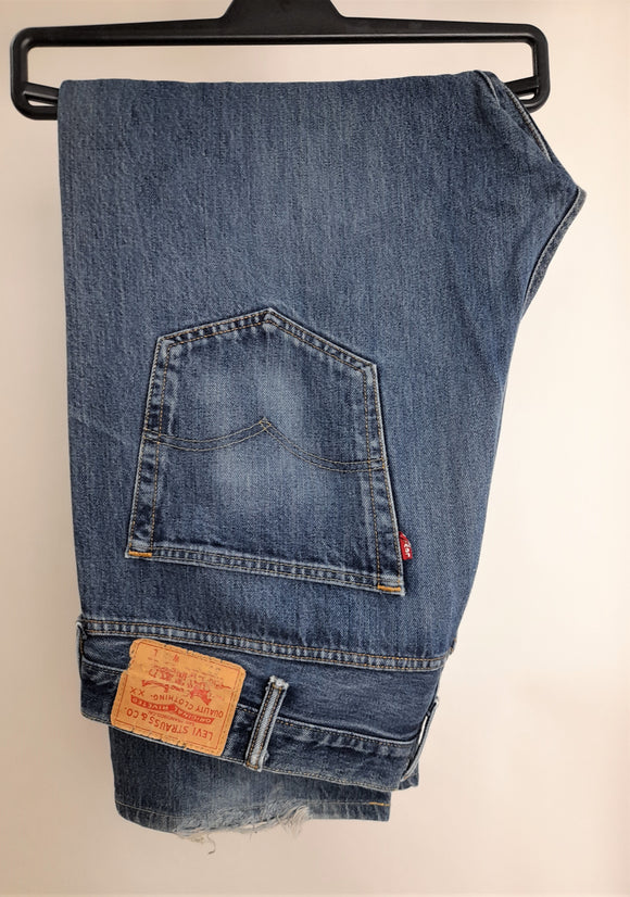 Men's Levi's Jeans Medium Wash Size 42