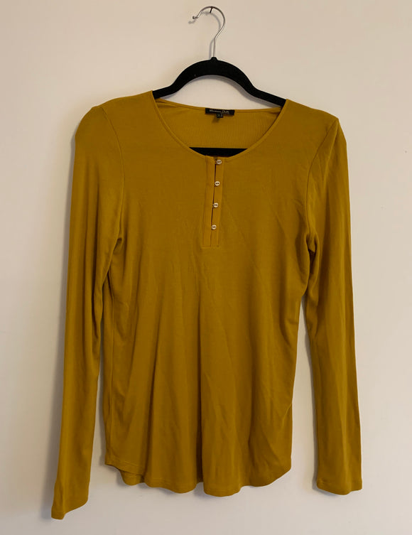 Women's Massimo Dutti Mustard Top Size Medium