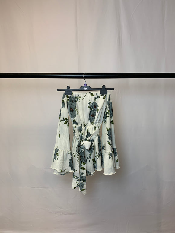 Women's Missguided Petite Floral Playsuit Size 4