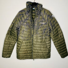 Load image into Gallery viewer, Green Camouflage Puffy Jacket (M)