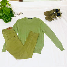 Load image into Gallery viewer, Light Olive Green V-Neck Sweater (M)