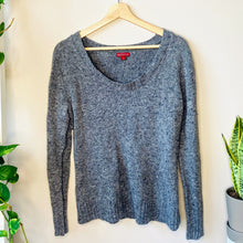 Load image into Gallery viewer, Gray Speckled Sweater (L)