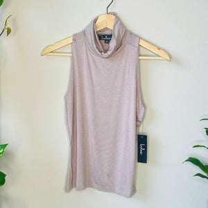 Sleeveless Turtleneck Top (M)