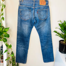 Load image into Gallery viewer, Classic Levi Straight Leg Jeans (M)