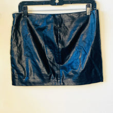 Load image into Gallery viewer, Faux Leather Mini Skirt (M)