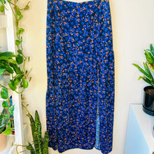 Load image into Gallery viewer, Floral Skirt with Slit (S)