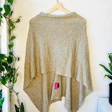 Load image into Gallery viewer, Cashmere Poncho (OS)