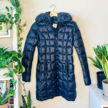 Load image into Gallery viewer, Black Down Puffer Jacket (XS)