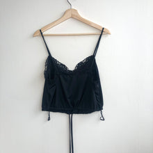 Load image into Gallery viewer, Lace Trim Cropped Camisole