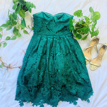 Load image into Gallery viewer, Green Strapless Sweetheart Lace Dress