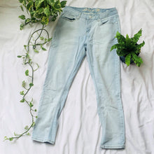 Load image into Gallery viewer, Mid-rise Ankle Skinny Light Jeans