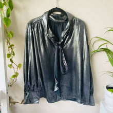 Load image into Gallery viewer, Metallic Front-Tie Blouse