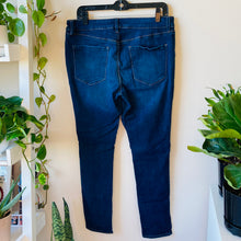 Load image into Gallery viewer, Medium Rise Skinny Jeans (XL)