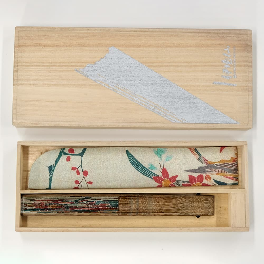 Kimono pattern folding fan, Tachibana pattern hanging width part, in a paulownia box