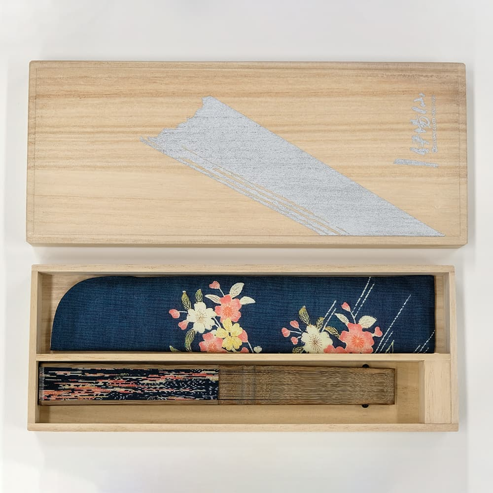 Kimono pattern fan flowing in cherry blossoms patterned small sleeves in a box