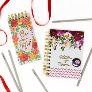 Notebook and notepad with floral design, 4 pencils and badge gift set