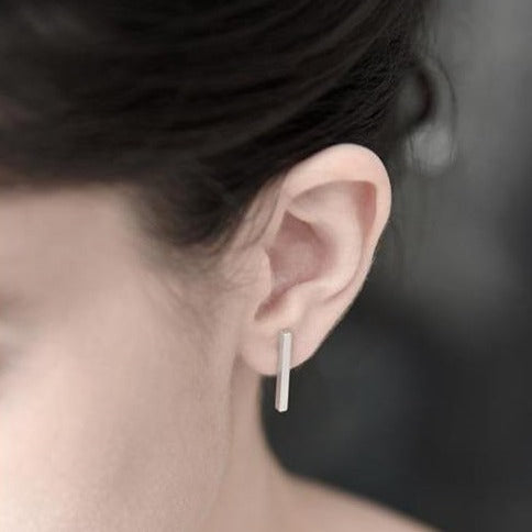 silver earring, bar earring, silver bar, everyday earring, elegant and simple