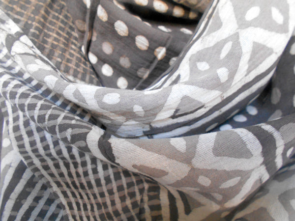 Bagru Scarf- Dots & Checks in Taupe