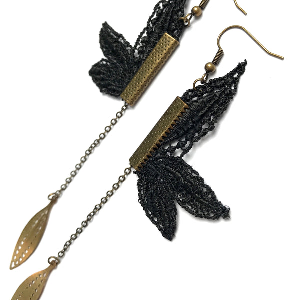Lily Lace Earrings - Black
