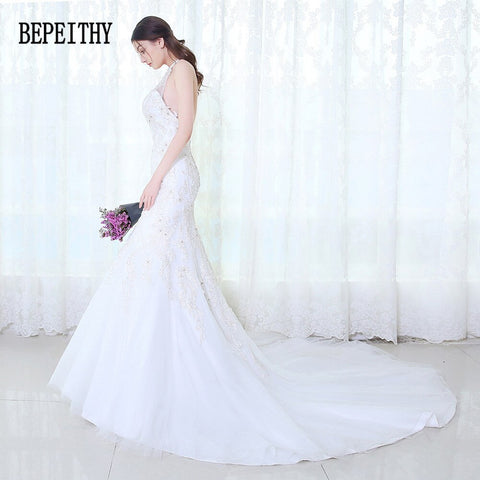 Elegant Sexy Halter Appliques Lace Beaded Vintage Wedding Dresses