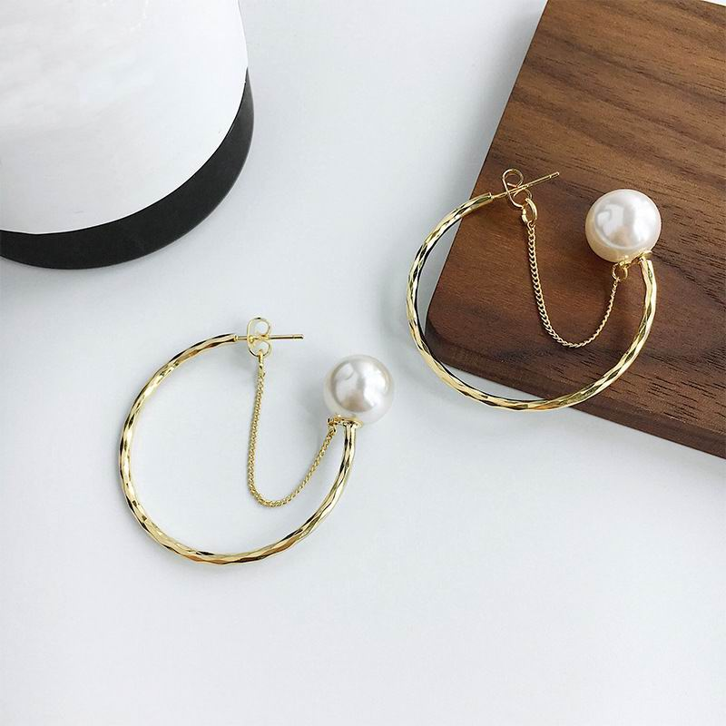Pearl Chain Circle Earrings