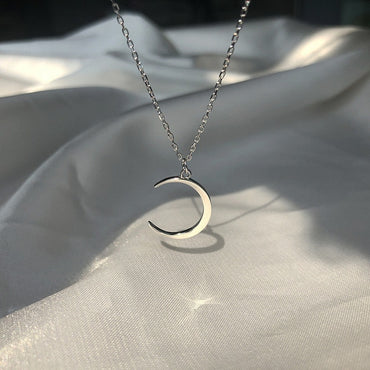 Sweet Moon Silver Plated Temperament Crescent Clavicle Chain Pendant Necklaces