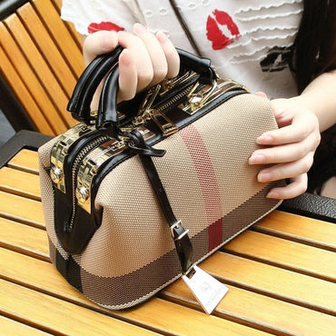 fashionable one-shoulder sloping plaid striped doctor handbag