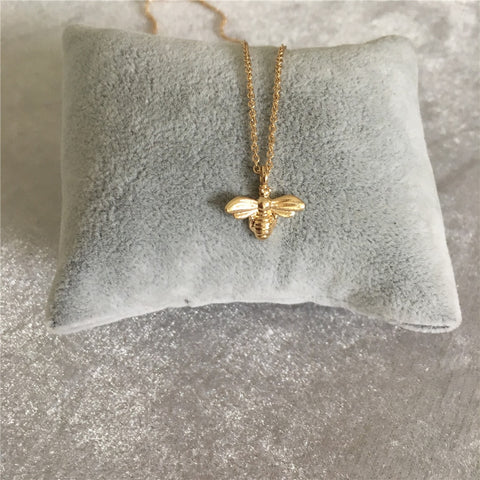 LOVELY GOLD COLOR HONEY BEE PENDANT NECKLACE