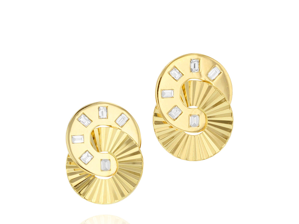 Mini Aura Interlocking Stud Earrings