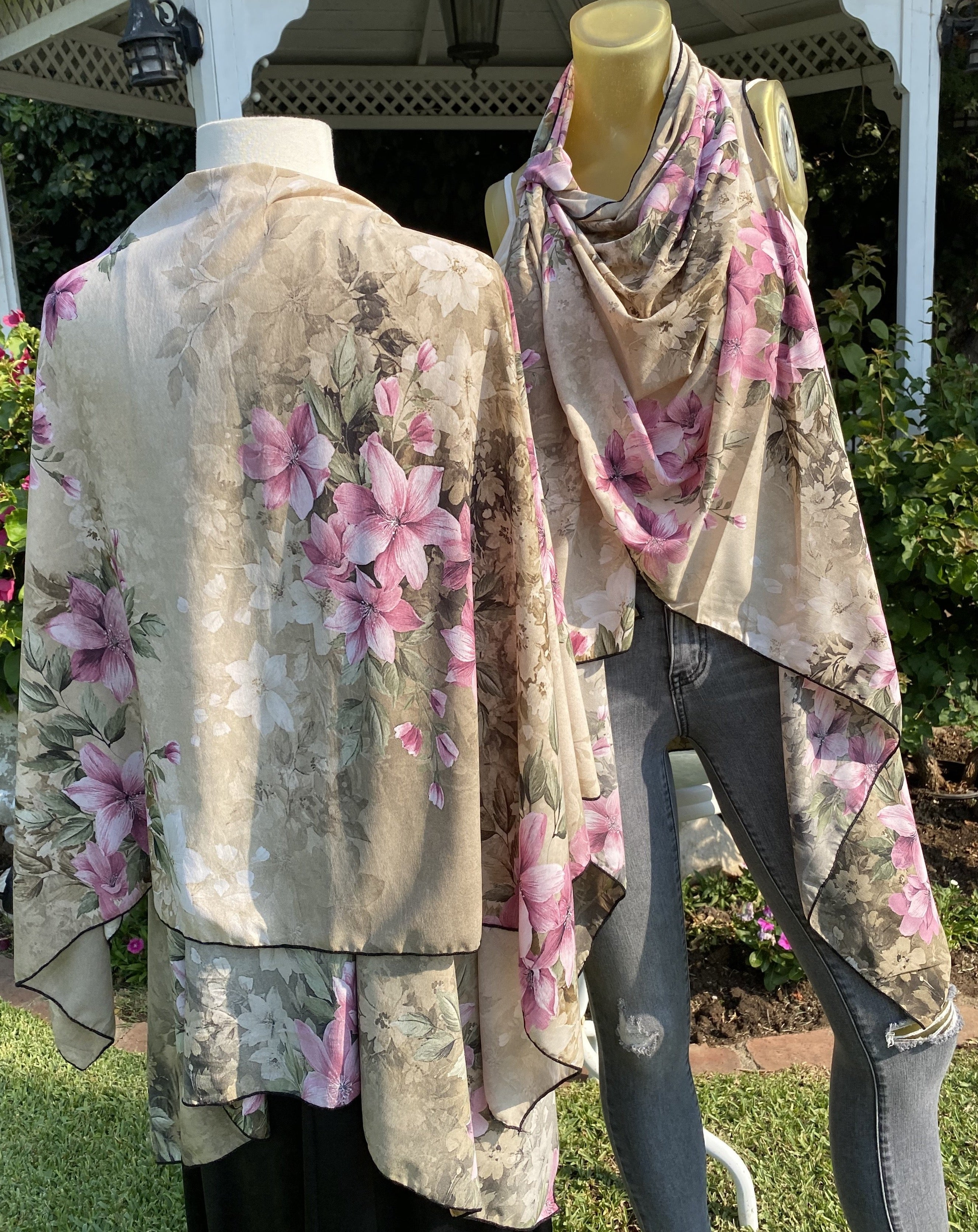 Taupe Decorated Gardens 51556