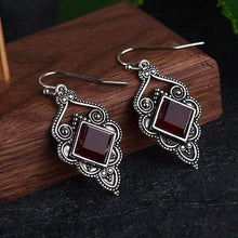 Load image into Gallery viewer, Court Style Deep Red Earrings