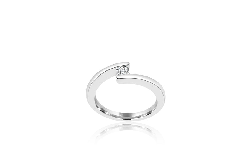 18k White Gold X-over Princess Cut Solitaire Diamond Ring