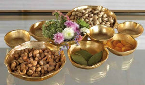 Set of gold decorative bowls