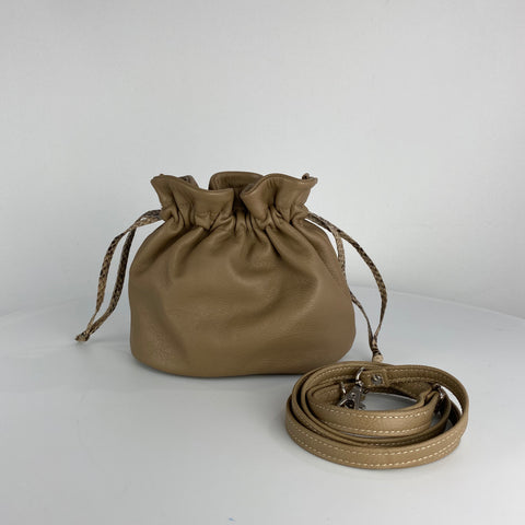 MINI DRAWSTRING POUCH. CAMEL GENUINE LEATHER