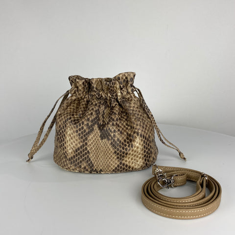 MINI DRAWSTRING POUCH. TAUPE EXOTIC