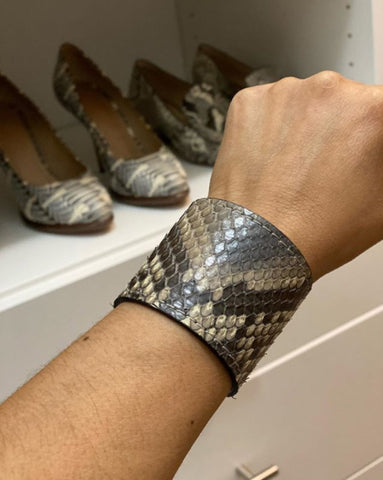 GREY SNAKESKIN CUFF S/M ADJUSTABLE