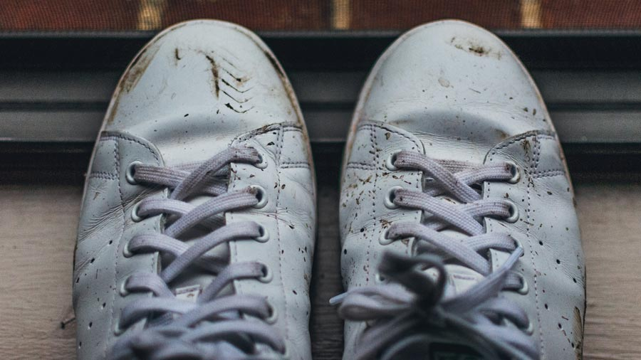 how to wash sneakers by hand