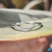 dainty curved band