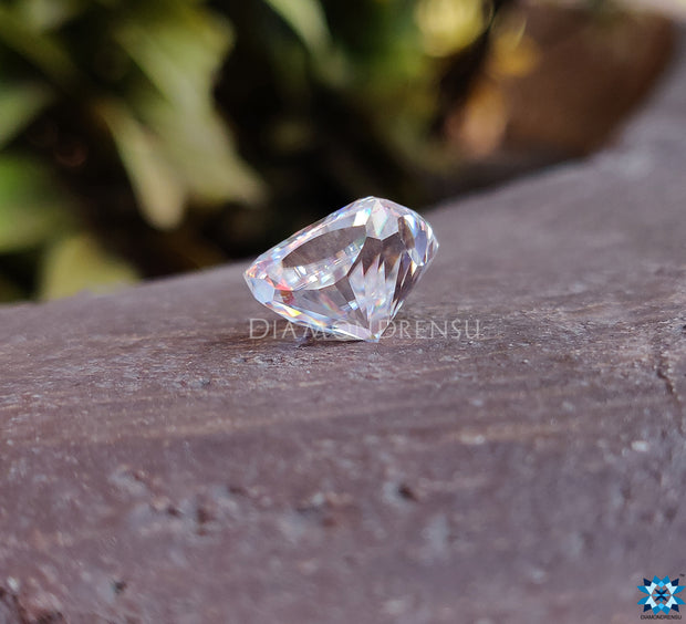 cushion moissanite