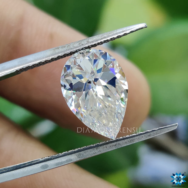 unique pear moissanite