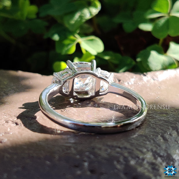 three stone engagement ring - diamondrensu