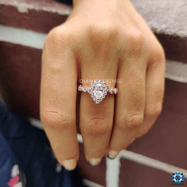 halo engagement ring - diamondrensu