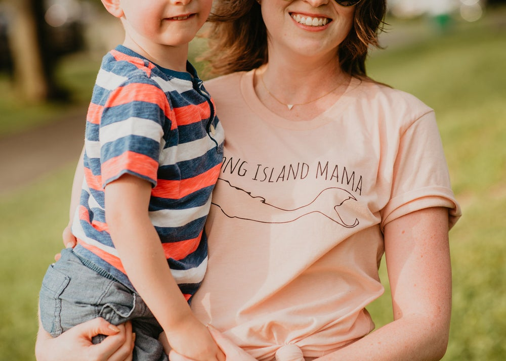 Long Island Mama tee in Peach