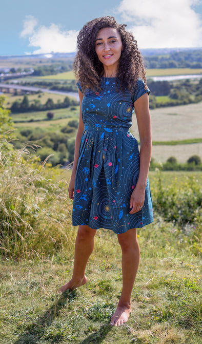 RUN/&FLY Indie Retro Vintage 50/'s style tea dress with Frida Kahlo floral design