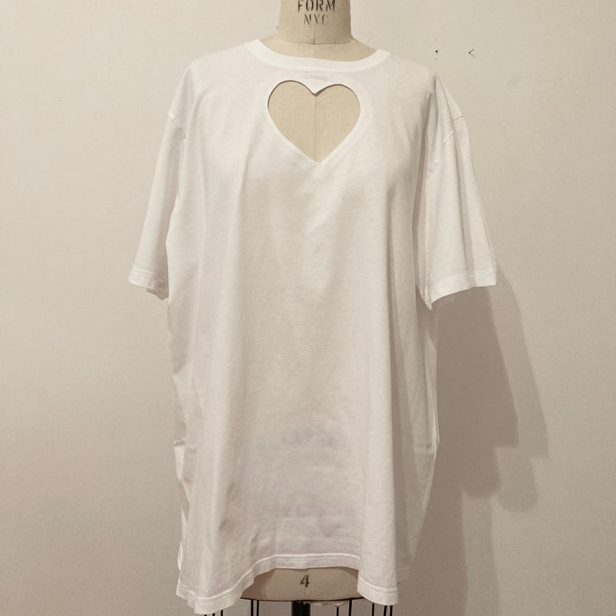 XL HEART CUT-OUT TEE WITH MINOR STAIN