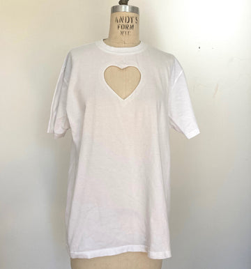 Heart cut-out tee with twisted hem