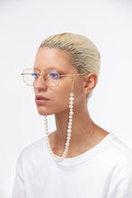 Load image into Gallery viewer, Pearly Princess yellow gold-plated glasses chain
