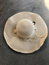 Load image into Gallery viewer, Large Seashell Beach Hat