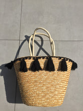 Load image into Gallery viewer, Black Tassel Straw Bag