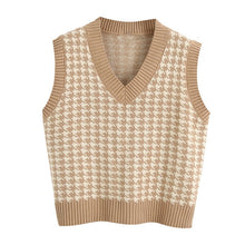 Load image into Gallery viewer, Over sized houndstooth knitted vest.